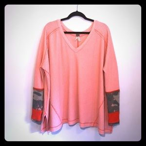 FREE PEOPLE OVERSIZED THERMAL DECORATED SLEEVE MED